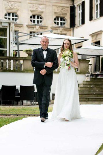 Viktoria_Christian_Hochzeit_Schlosshotel_Grunewald-(9-von-37)