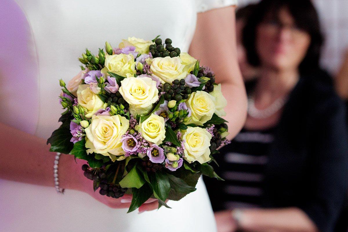 Brautstrauß gelbe Rosen – Alina und Christoph