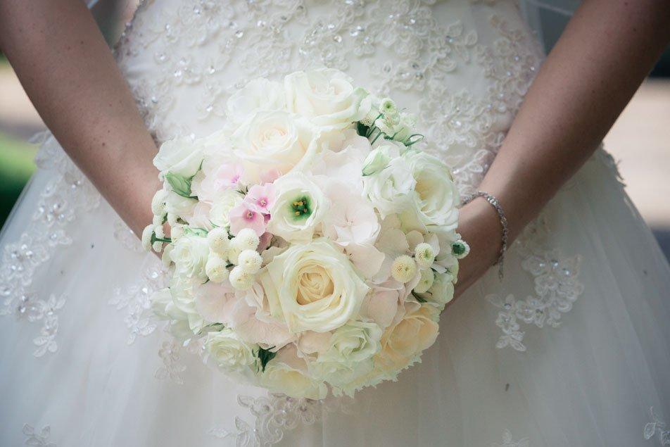 Brautstrauss weisse Rosen